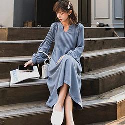 坑條小V領燈籠袖針織洋裝 (共三色)-Kugi Girl