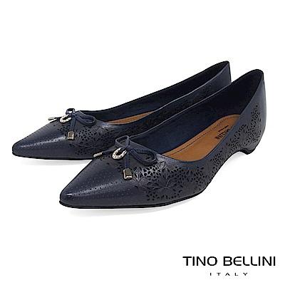 Tino Bellini 巴西進口雷射雕花佐優雅蝴蝶結低跟包鞋 _ 深藍