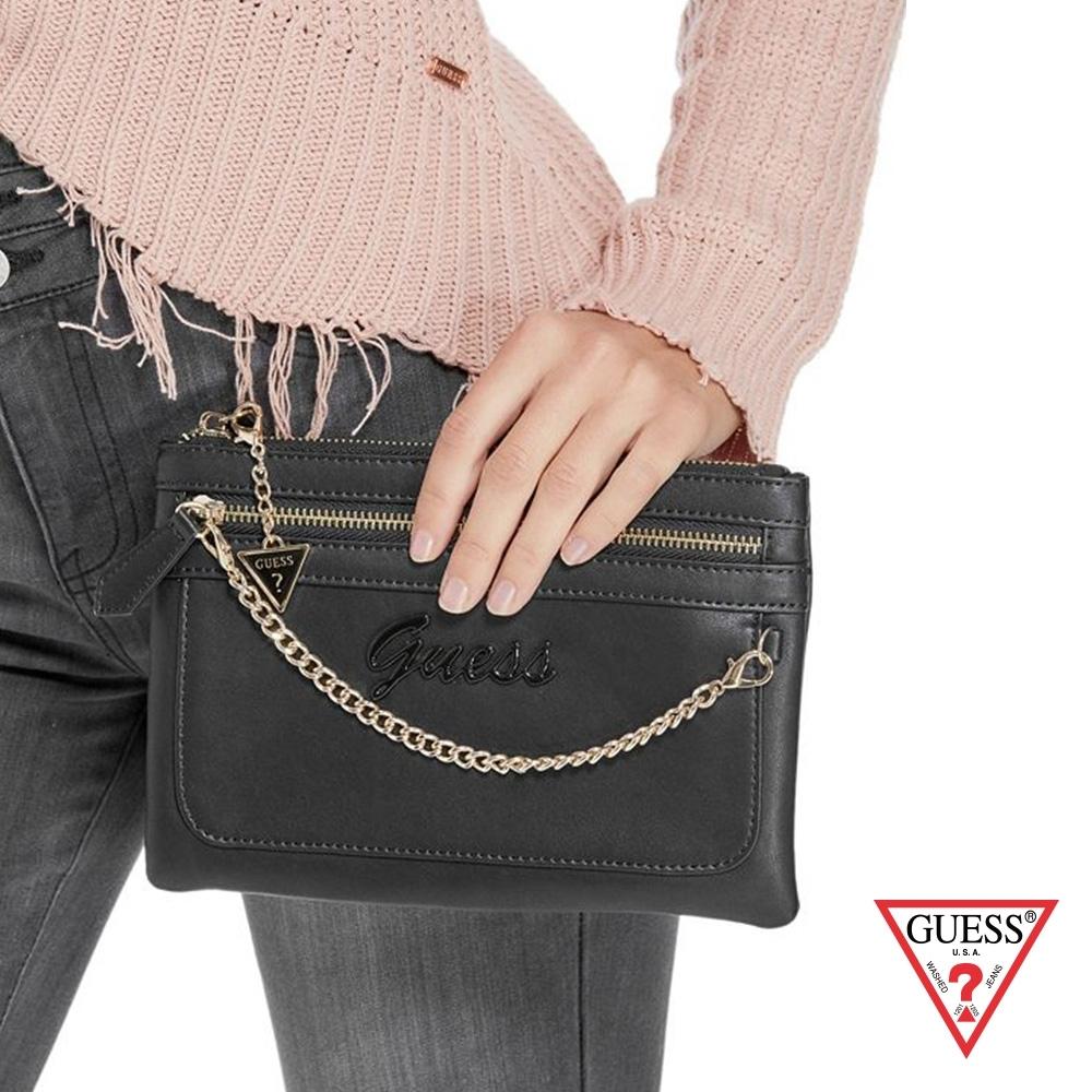 GUESS-女包-浮雕LOGO鍊條手拿包-黑