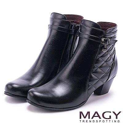 MAGY 經典復古樂活 牛皮菱格縫線粗跟短靴-黑色