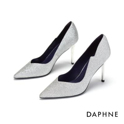 達芙妮DAPHNE 高跟鞋-桃心鞋口亮布尖頭高跟鞋-銀