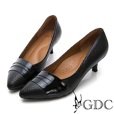 GDC-尖頭羊漆皮撞色異材拼接中跟包鞋-黑色