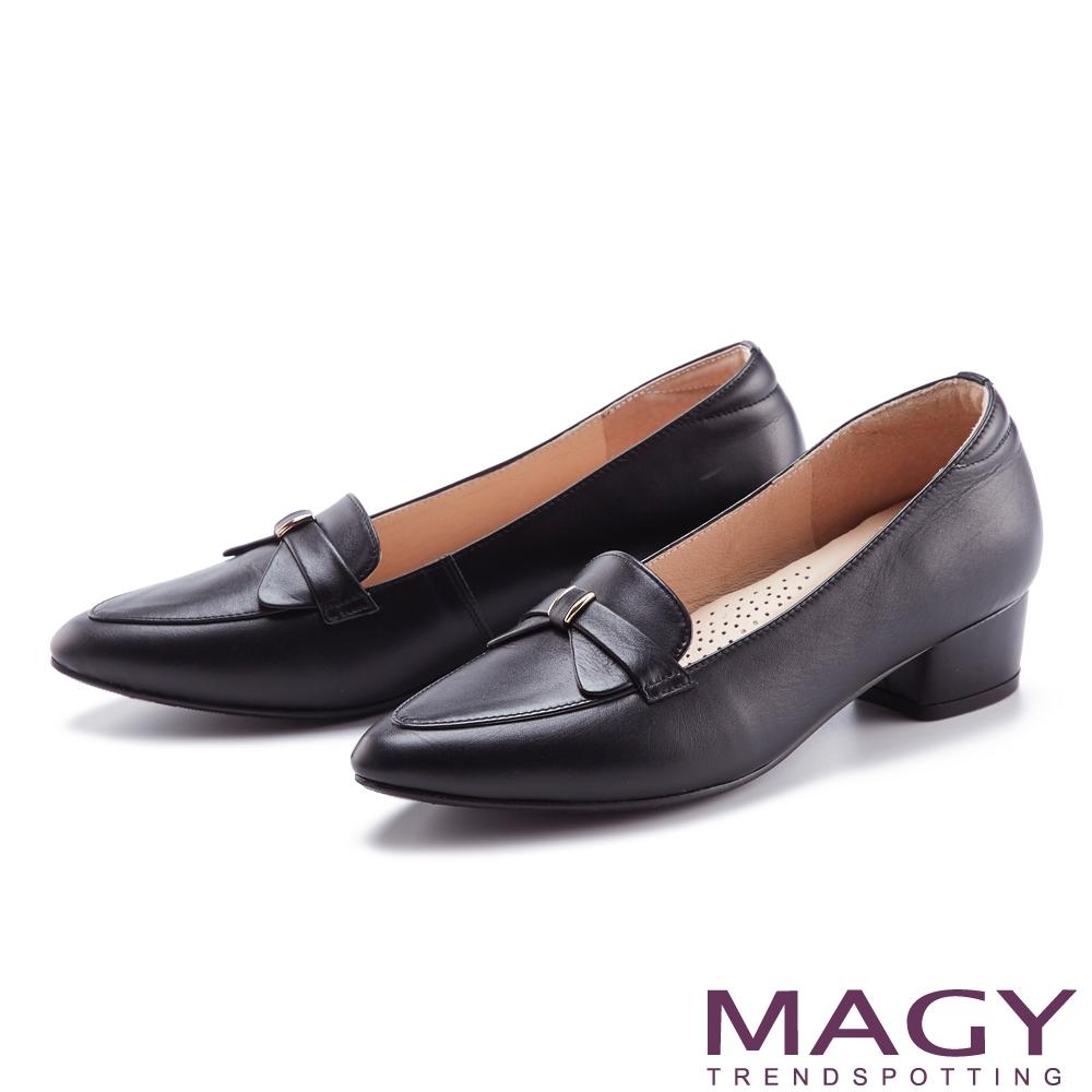 MAGY 典雅蝴蝶結真皮尖頭 女 粗低跟鞋 黑色