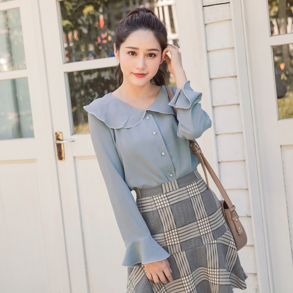 iMODA STAR-臧芮軒。純色珍珠扣喇叭袖雪紡襯衫 product image 1