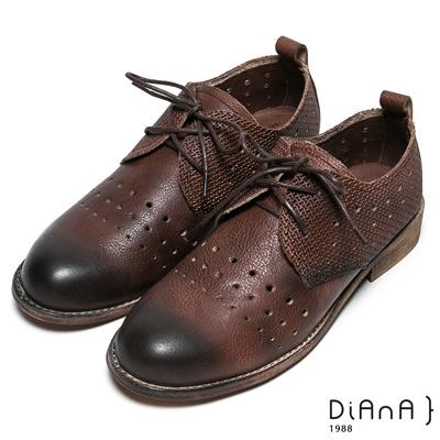 DIANA 牛津風範—擦色沖孔綁帶蝴蝶結休閒鞋–深咖