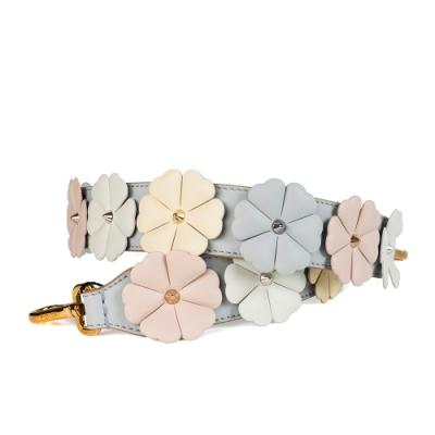 FENDI strap you系列馬卡龍色立體雕花朵灰色皮革金釦寬版肩背帶