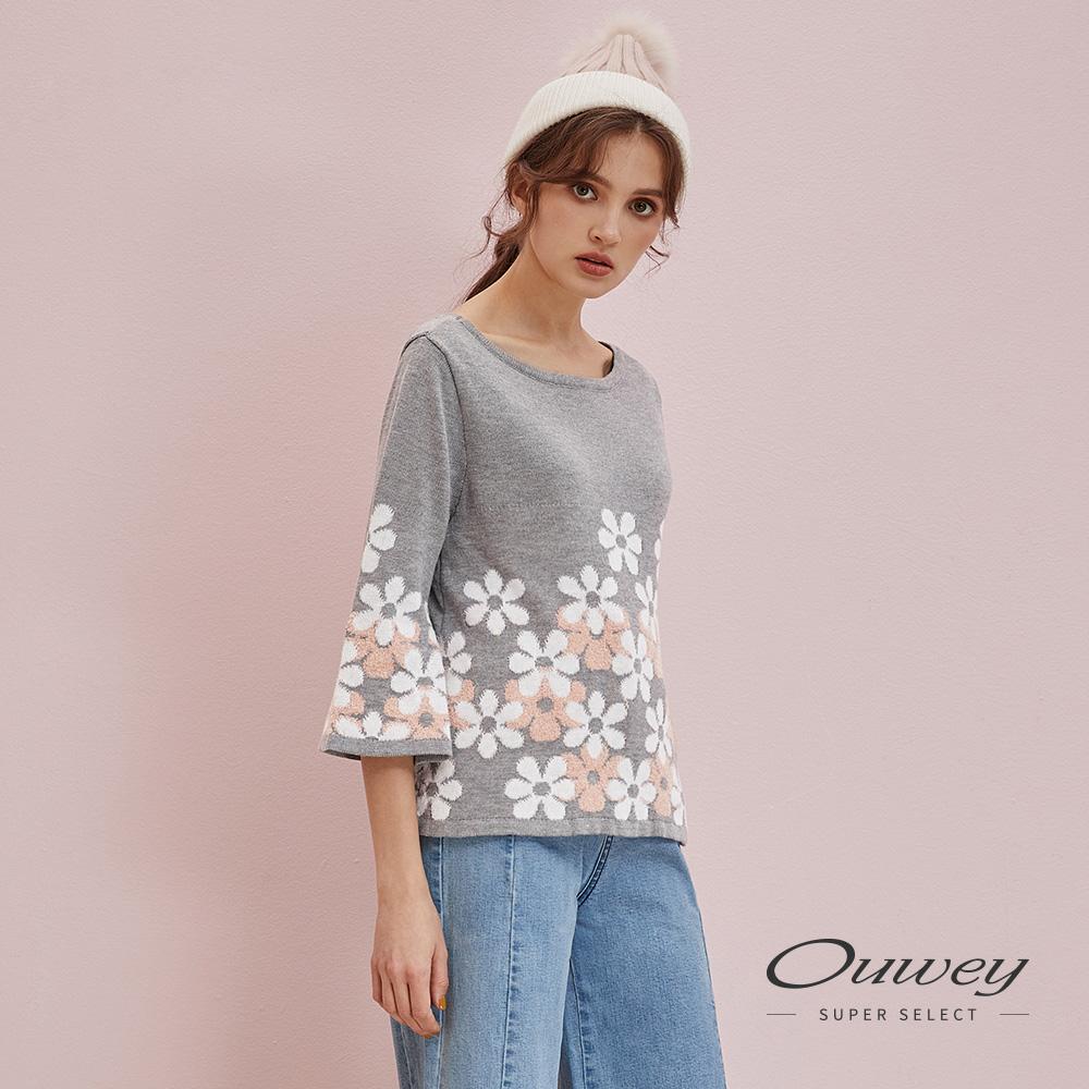 OUWEY歐薇 花朵質感喇叭袖針織上衣(灰)