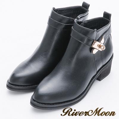 River&Moon大尺碼-質感金屬鎖釦粗跟短靴-黑