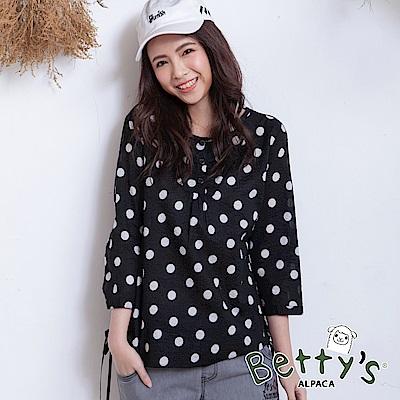 betty's貝蒂思 日系圓點排釦七分袖上衣(黑色)