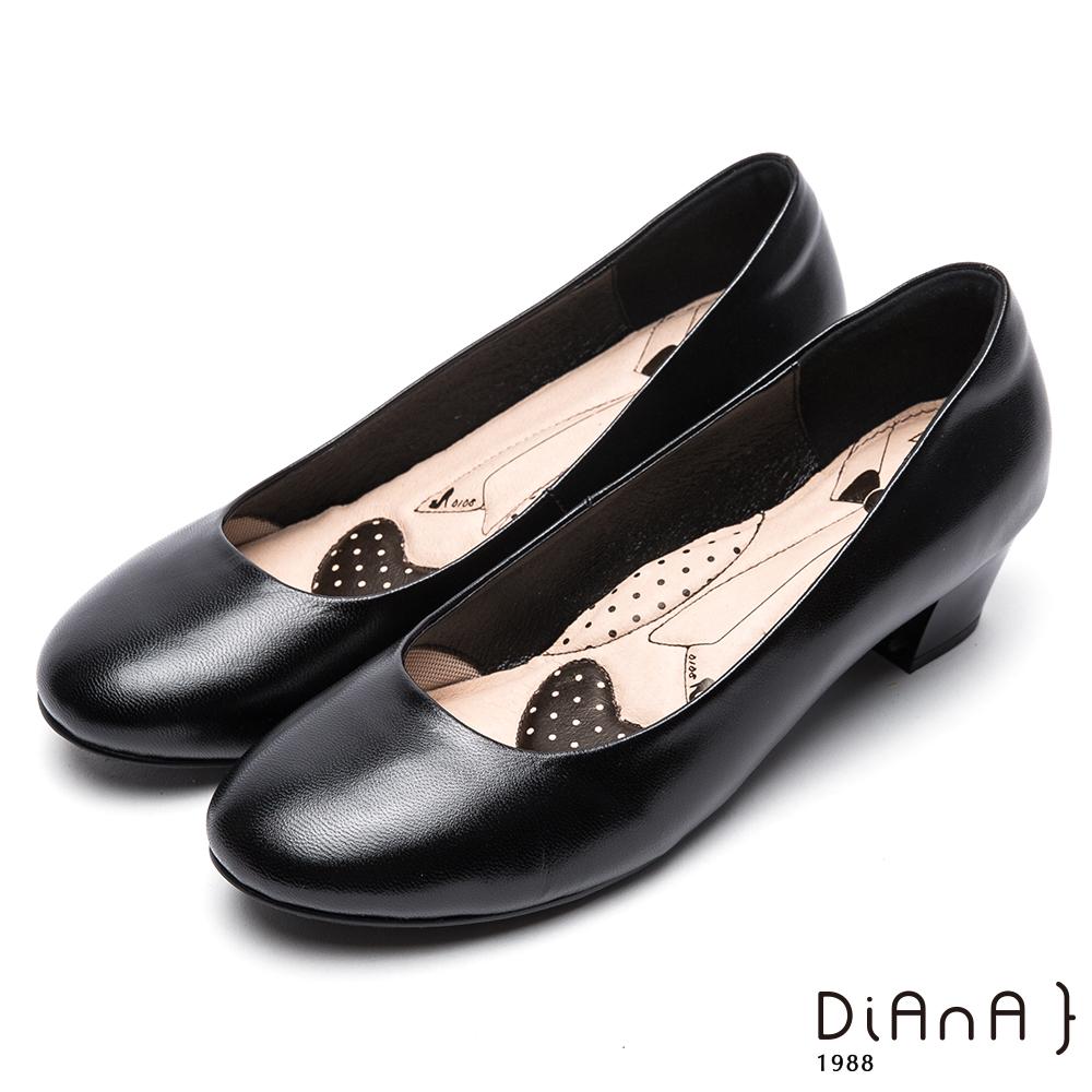 DIANA素面真皮圓頭4公分粗跟制鞋-漫步雲端超厚切領帶款-黑