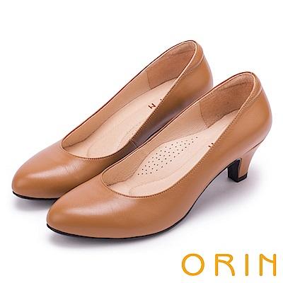 ORIN 簡約時尚OL 圓尖素面柔軟羊皮粗跟鞋-棕色