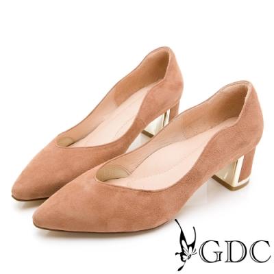 GDC-羊絨尖頭波浪紋知性素面中跟鞋-駝色