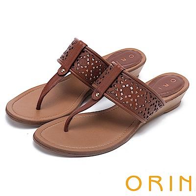 ORIN 夏日風情 造型簍空牛皮夾腳楔型拖鞋-棕色