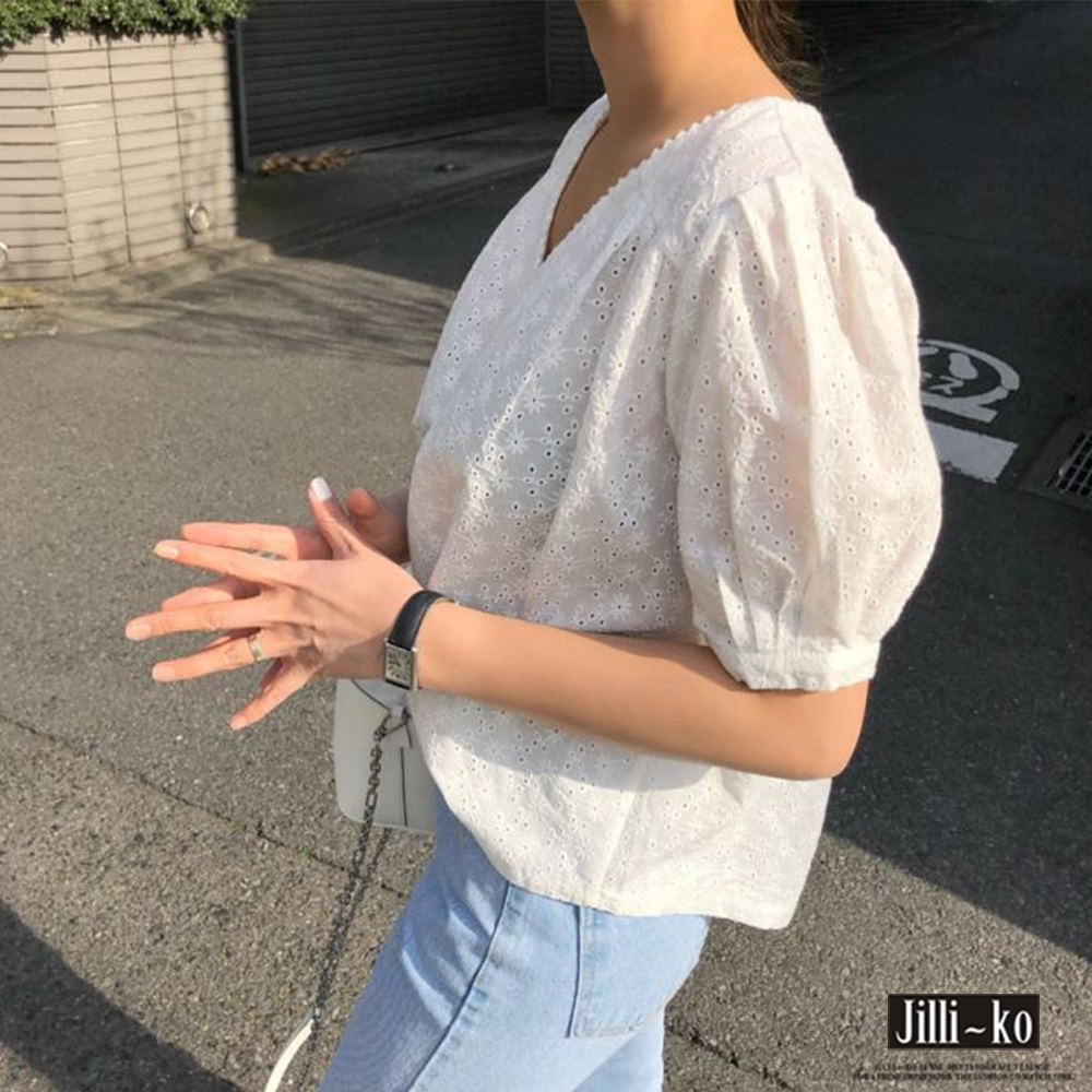 JILLI-KO V領蕾絲鏤空泡泡袖小衫- 白色