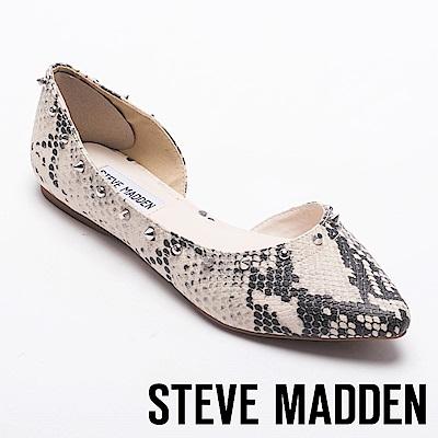 STEVE MADDEN-ESTER蛇紋鉚釘尖頭側空平底鞋-白色