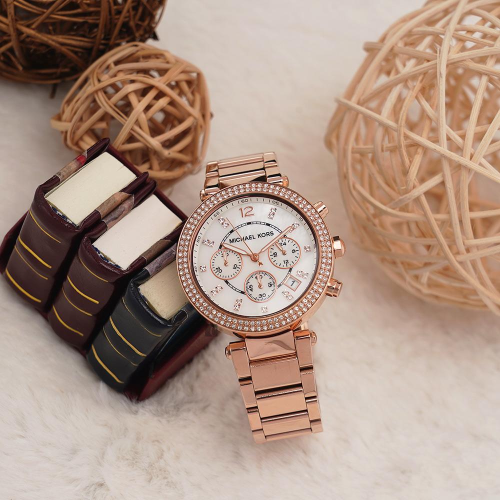 Michael Kors 美式奢華晶鑽三眼計時腕錶-玫瑰金x珍珠貝