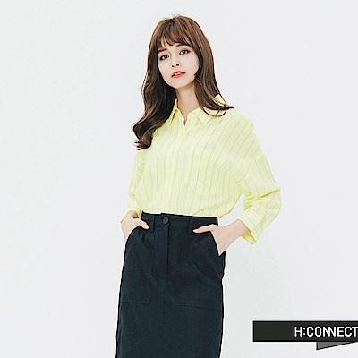 H:CONNECT 韓國品牌 女裝-清新直條紋單口袋襯衫-黃