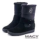 MAGY 暖冬時尚 側邊雪花雙材質拼接內增高短靴-黑色