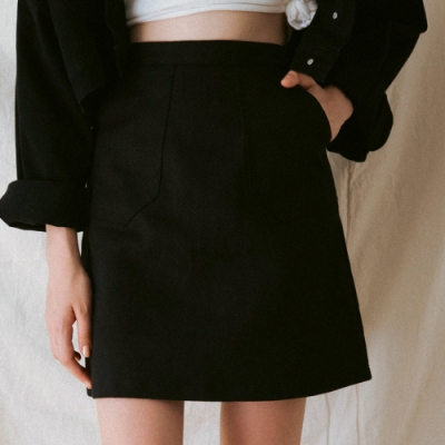 AIR SPACE LADY 極簡口袋造型短裙(黑)