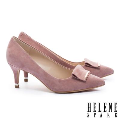 高跟鞋 HELENE SPARK 金屬風反折帶釦羊麂皮尖頭高跟鞋-粉