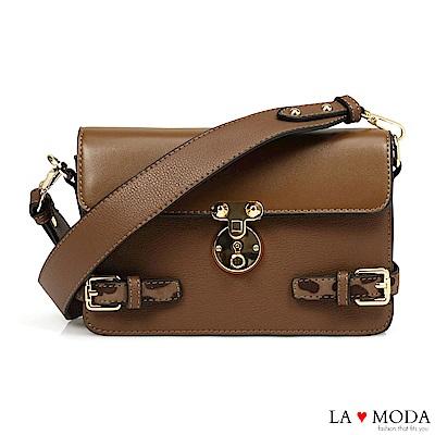 La Moda 時尚經典設計 大釦飾綴飾質感肩背醫生包小方包(淺棕)