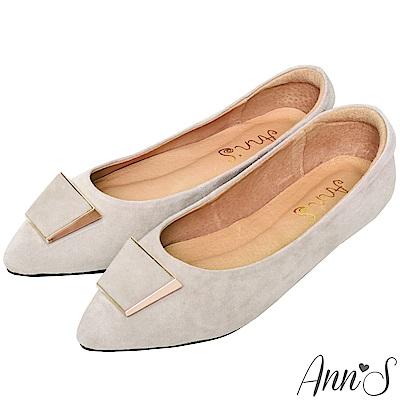 Ann'S訂製款羊麂皮質感梯形扣尖頭平底鞋-灰杏