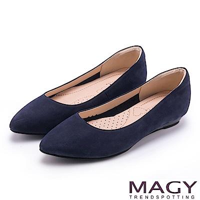 MAGY 清新氣質款 親膚舒適尖頭平底鞋-絨藍