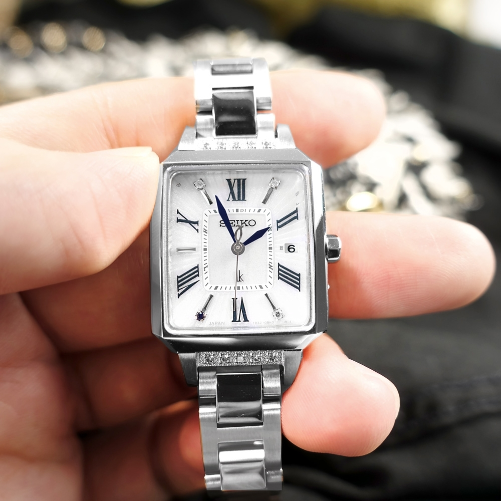 SEIKO 精工LUKIA 太陽能 電波錶 萬年曆 真鑽 不鏽鋼手錶 禮盒組-銀色/24mm