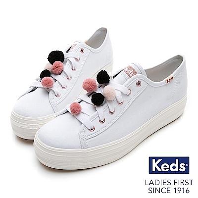 Keds TRIPLE KICK 毛球裝飾厚底綁帶休閒鞋-白