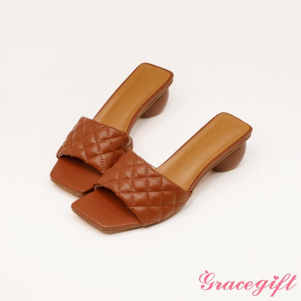 Grace gift-菱格壓紋寬帶中跟涼拖鞋 棕