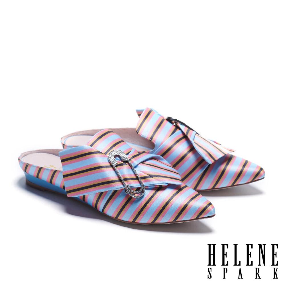 拖鞋 HELENE SPARK 復古時尚鑲鑽別針造型條紋緞布低跟穆勒拖鞋-淺藍