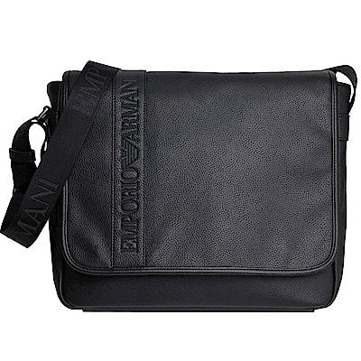 EMPORIO ARMANI 品牌字母LOGO圖騰荔枝紋翻蓋斜背包(黑)