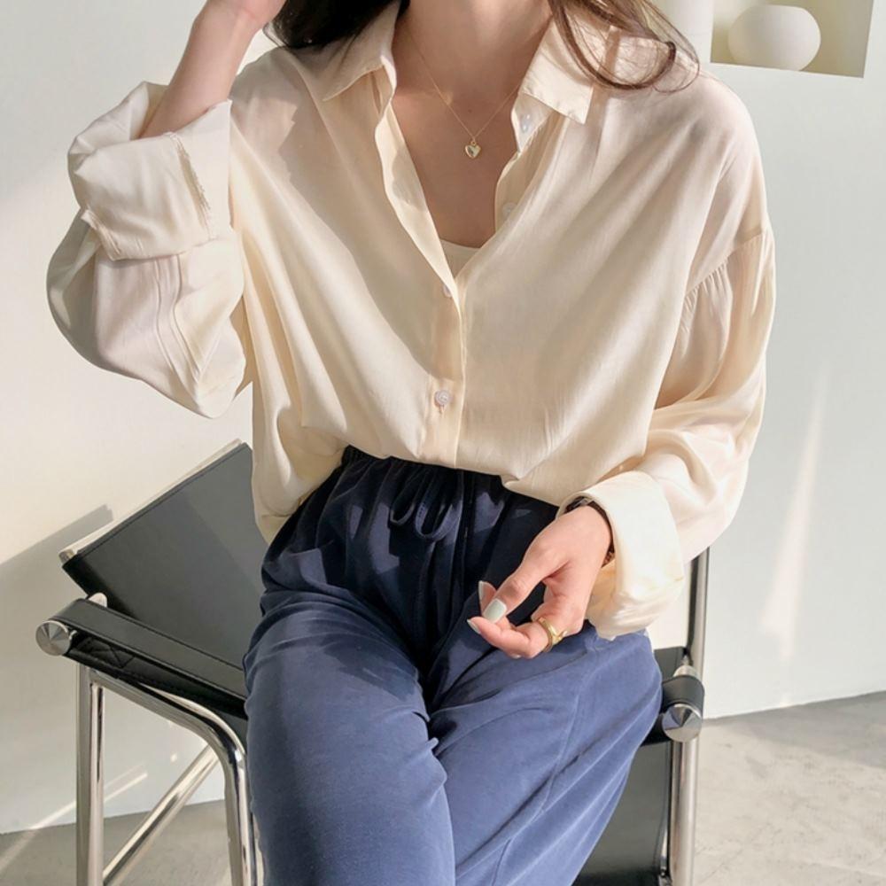 La Belleza素色排釦前短後長側邊圓弧絲棉開釦襯衫 product image 1
