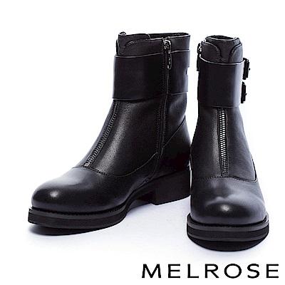 短靴 MELROSE 獨特環繞式金屬釦繫帶牛皮粗跟短靴-黑