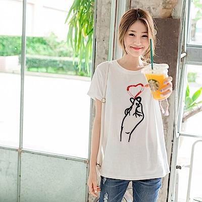 珠飾點綴愛心手勢刺繡純色高棉量T恤.2色-OB大尺碼