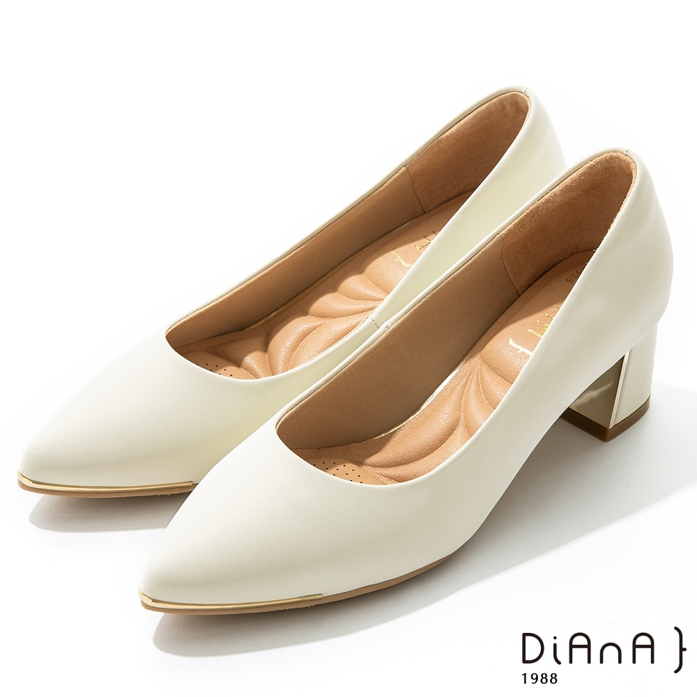 DIANA 5.5 cm 獨家絲光牛皮防磨枕頭尖頭跟鞋 –質感氛圍–米白