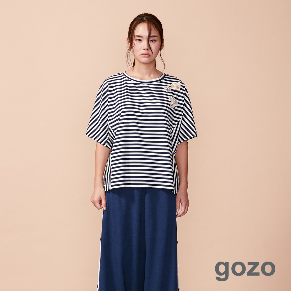 gozo 立體填充別針橫條拼接造型上衣(二色)