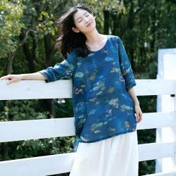 輕薄舒適100支苧麻復古藍色印花T恤中長版上衣-設計所在
