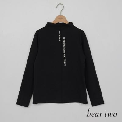 bear two- 素色文字半高領上衣 - 黑