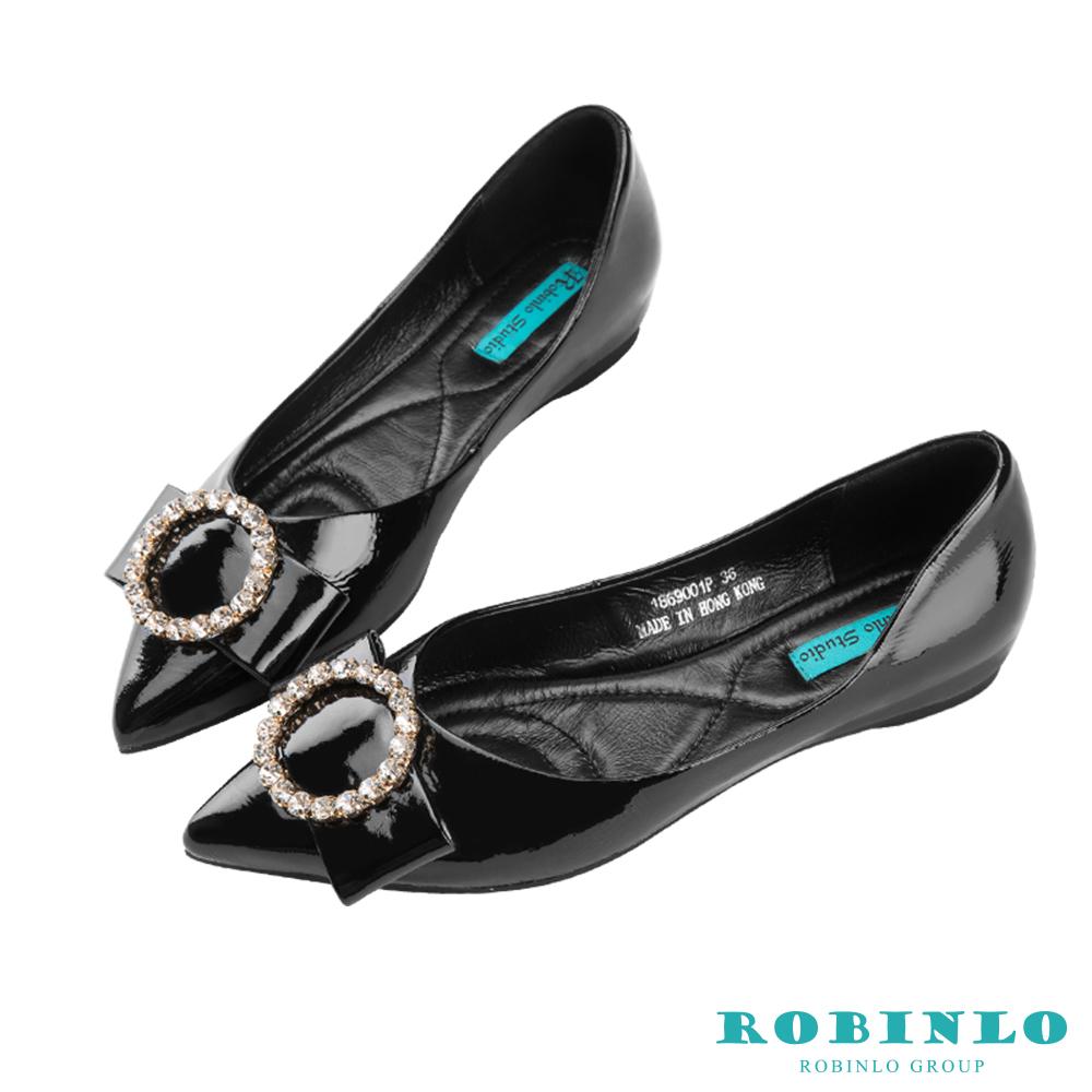 Robinlo 華麗蝴蝶鑲鑽飾扣軟皮尖頭平底鞋 黑