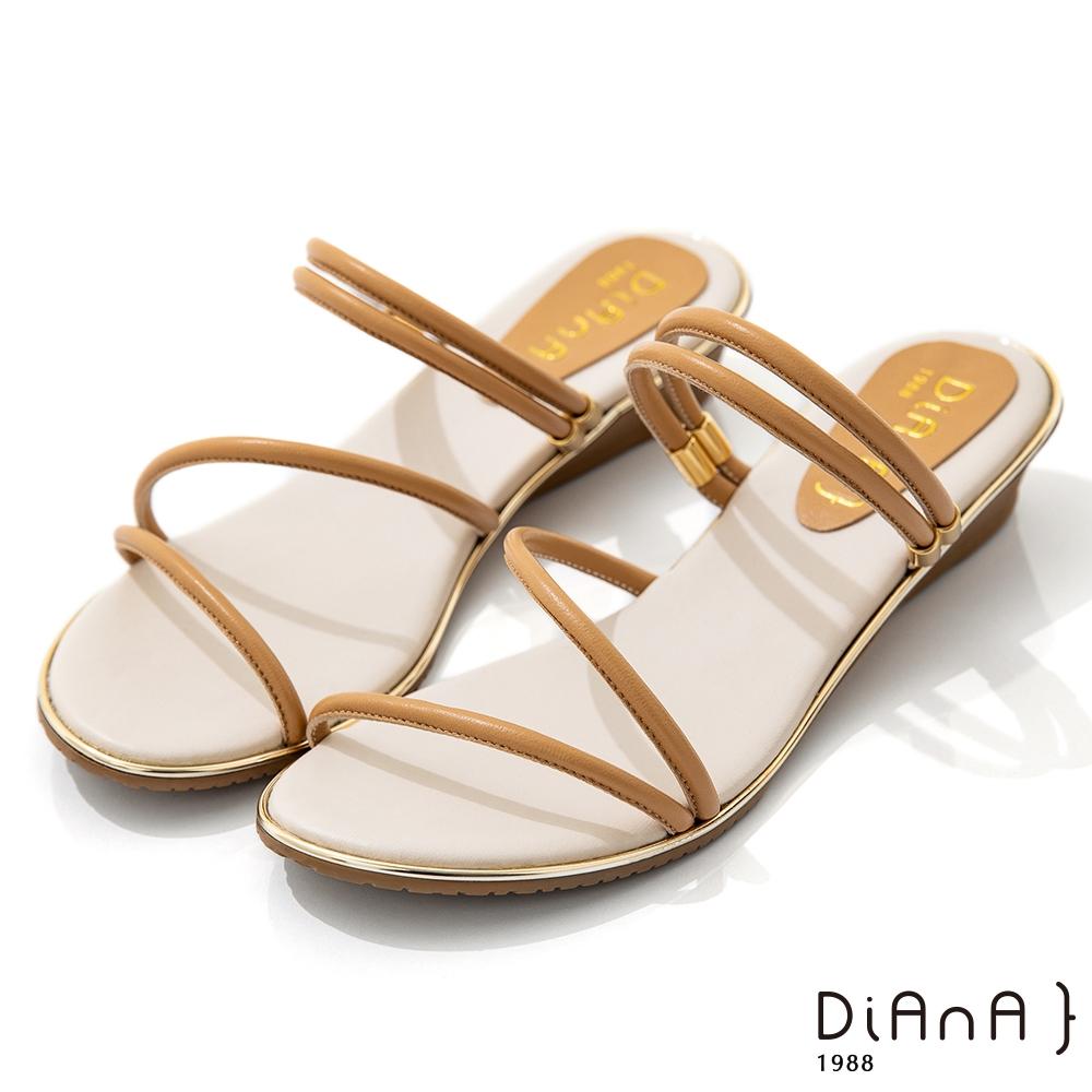 DIANA 3.5cm 質感羊皮幾何線條楔型2WAY涼拖鞋-夏日風情-淺棕