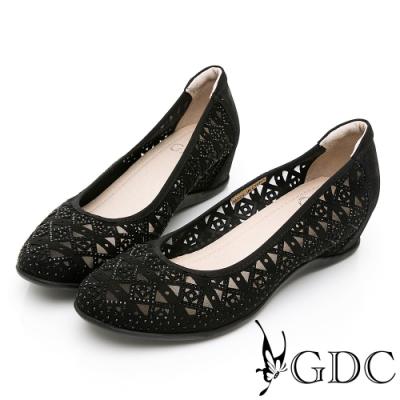 GDC-真皮精緻菱格簍空圖騰楔型鞋-黑色