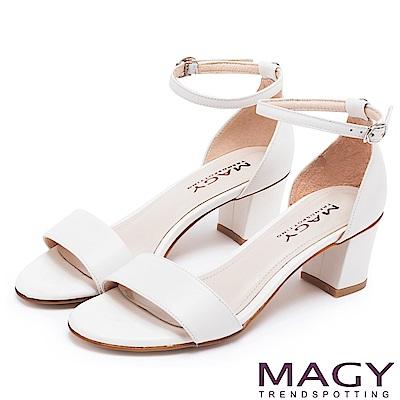 MAGY 摩登時尚 牛皮一字繫踝繞帶後包粗跟涼鞋-白色