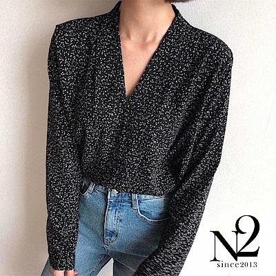 上衣 正韓V領小線條肩線抓皺造型襯衫 (黑) N2
