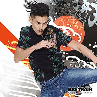 BIG TRAIN 加大躍浪鯉魚圓領短袖T-男-黑色