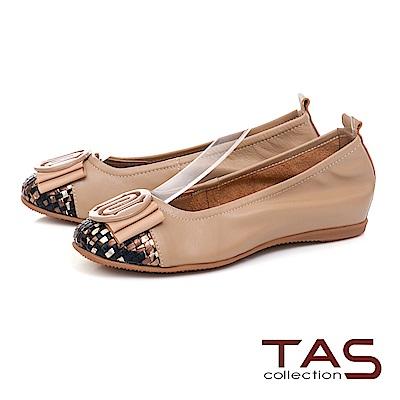 TAS 圓飾蝴蝶結炫彩編織格紋娃娃鞋-質感卡其