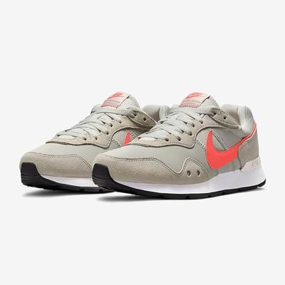 NIKE 耐吉 慢跑鞋 運動鞋 麂皮 女鞋 奶茶灰橘 DM8454-005 VENTURE RUNNER WIDE