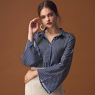 AIR SPACE LADY 喇叭袖配色直紋絲滑襯衫(深藍)