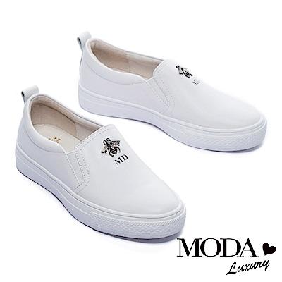 休閒鞋 MODA Luxury 立體金屬小蜜蜂裝飾全真皮厚底休閒鞋-白