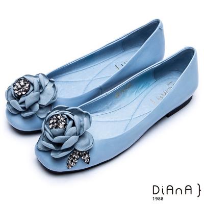 DIANA 時尚指標--綻放花朵水鑽真皮平底鞋-藍